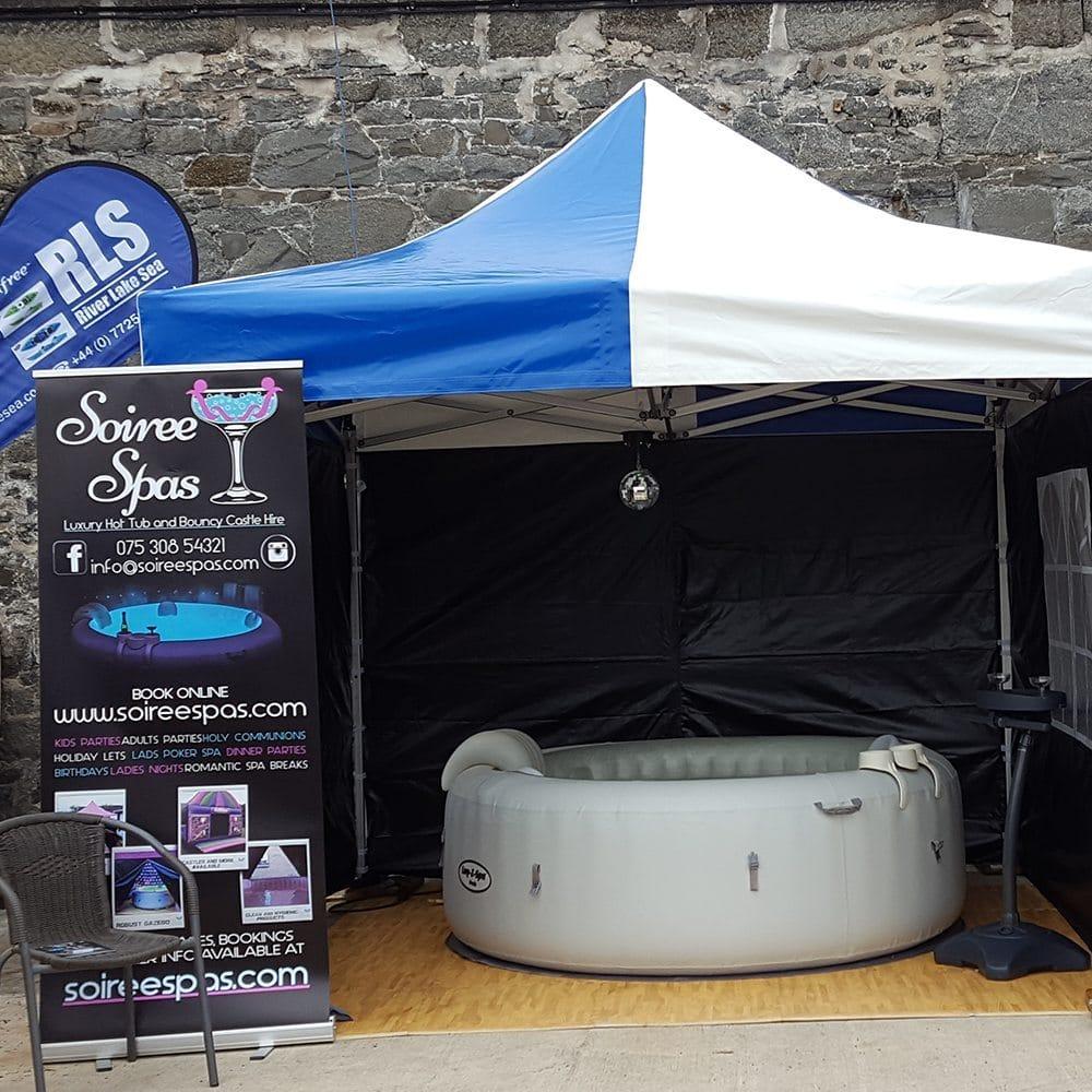 SoireeSpas Outside event